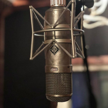 Neumann metstudio loves the Neumann TLM 103