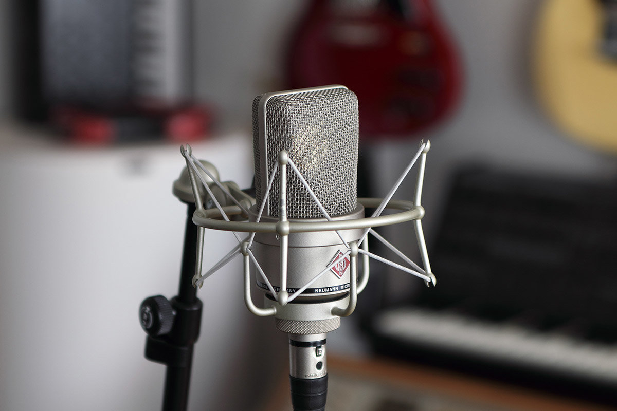 The original EA 1 shock mount is specifically designed for the Neumann TLM 103.
