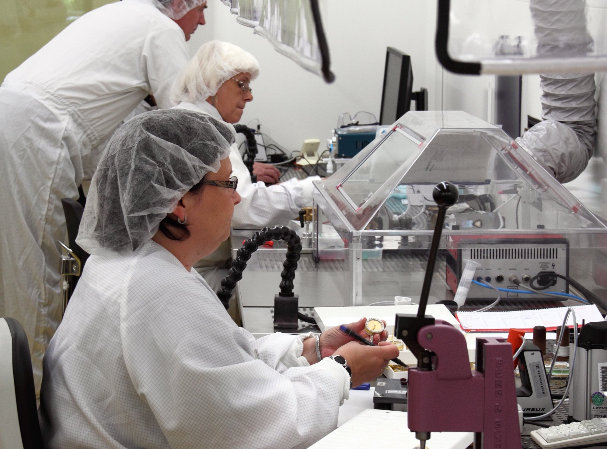Neumann capsules are made by specially trained staff in a state-of-the-art clean room.