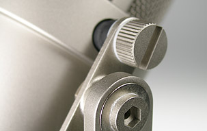 TLM 170 R studio microphone: Detail view of the tilting side bracket